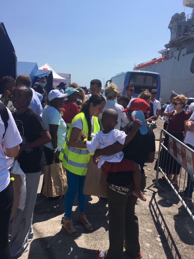 L'arrivo dei migranti ieri a Bari