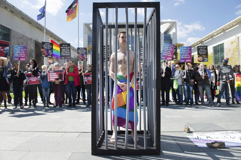 Dimostrazione a favore della comunità Lgbtq cecena a Berlino