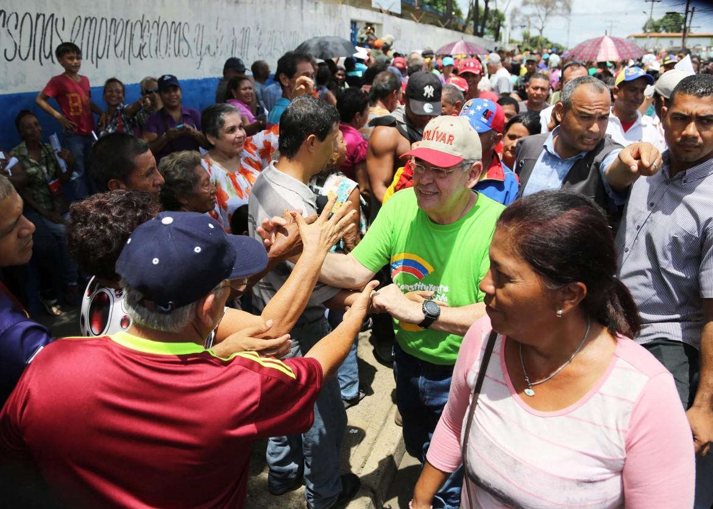 Venezuela, Stato Bolivar. Coda ai seggi della simulazione per l'Assemblea costituente