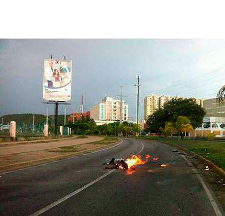 Venezuela, il motociclista bruciato vivo a Lecherias (Anzoategui)
