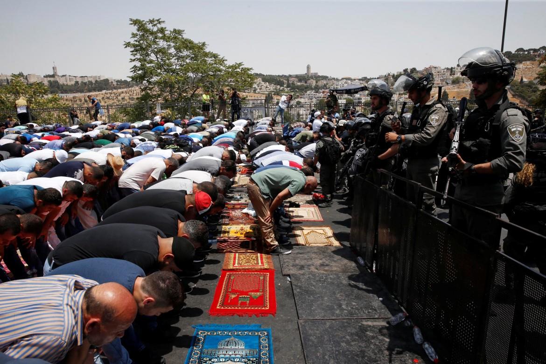 Ieri la preghiera a Gerusalemme fuori dalla Spianata