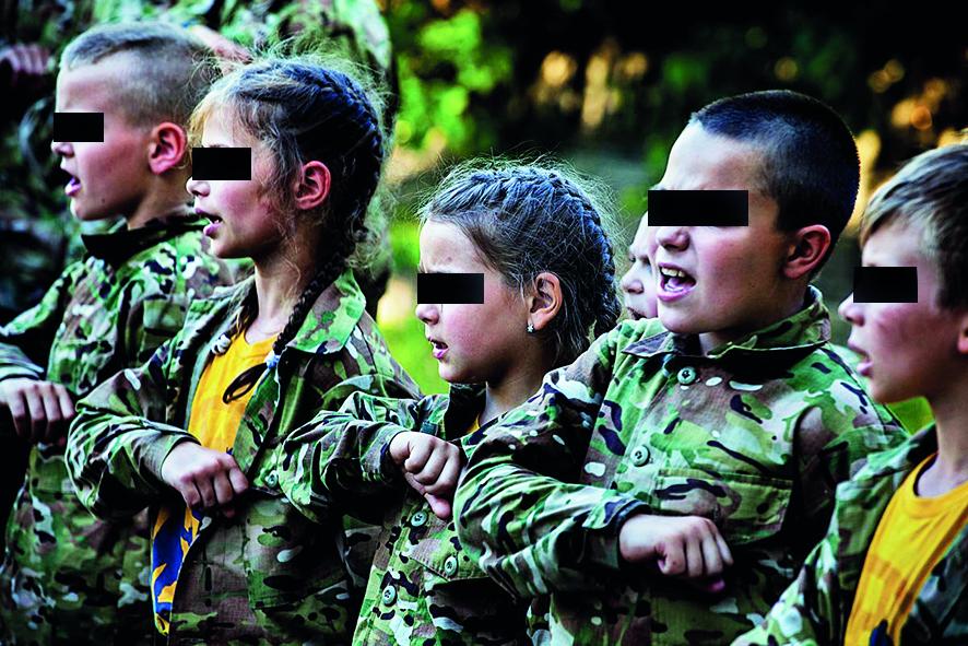 Bambini e bambine addestrati dai neonazi del battaglione Azov