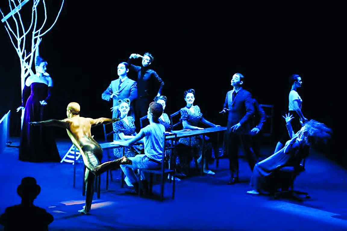 Una scena da «Hamletmaschine» di Bob Wilson