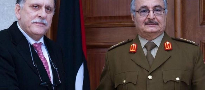 Il premier di unità di Tripoli Sarraj e il capo dell'esercito di Bengasi Haftar