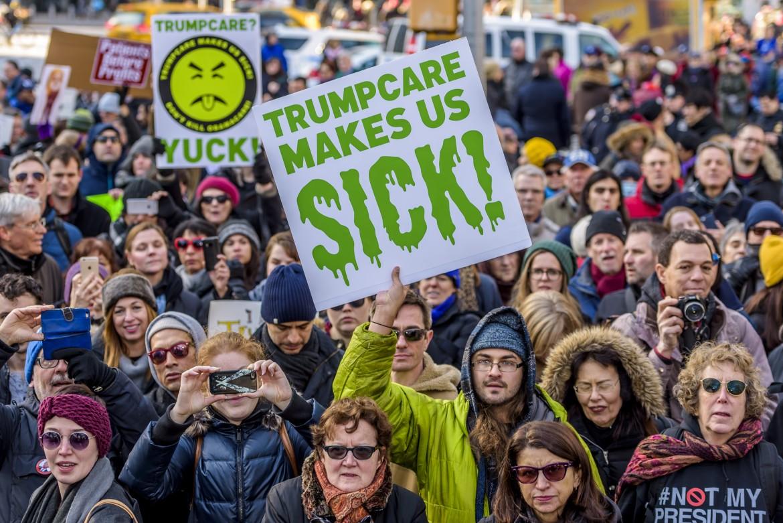 New York, protesta contro i propositi di Trump di rovesciare l'Obamacare