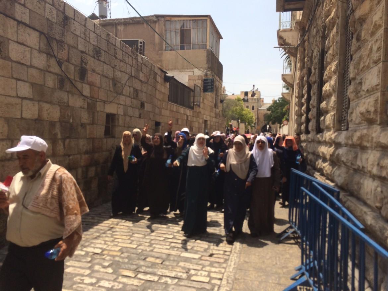 Gerusalemme. Corteo di donne palestinesi alla Porta dei Leoni