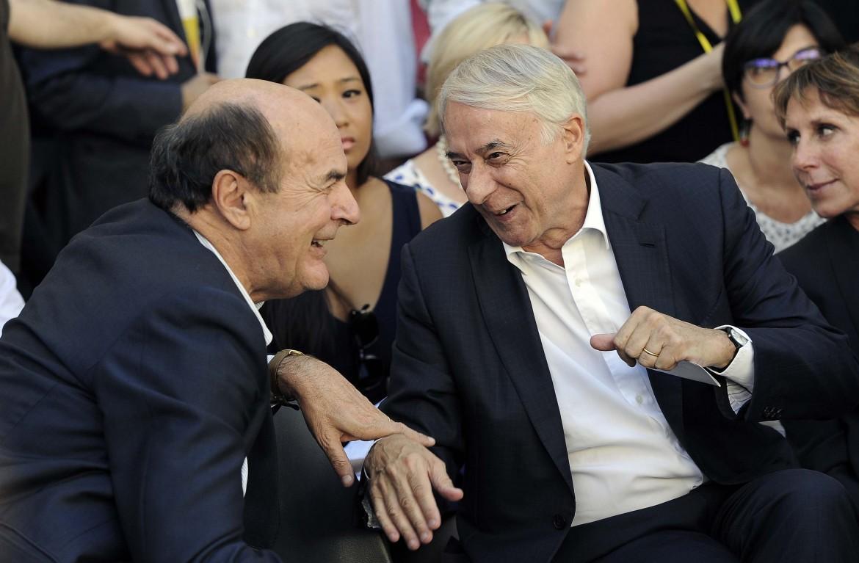 Pierluigi Bersani e Giuliano Pisapia il 1 luglio scorso a piazza Santti Apostoli