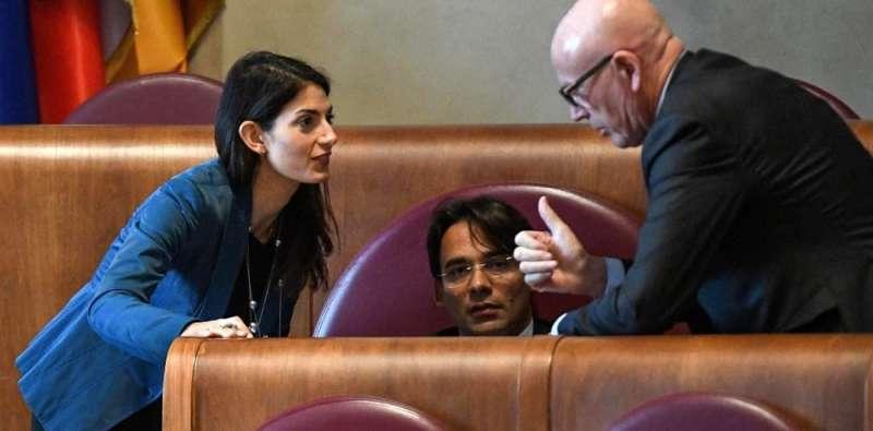 La sindaca di Roma Virginia Raggi. l'assessore al Bilancio Andrea Mazzillo e quello alle Partecipate Massimo Colomban