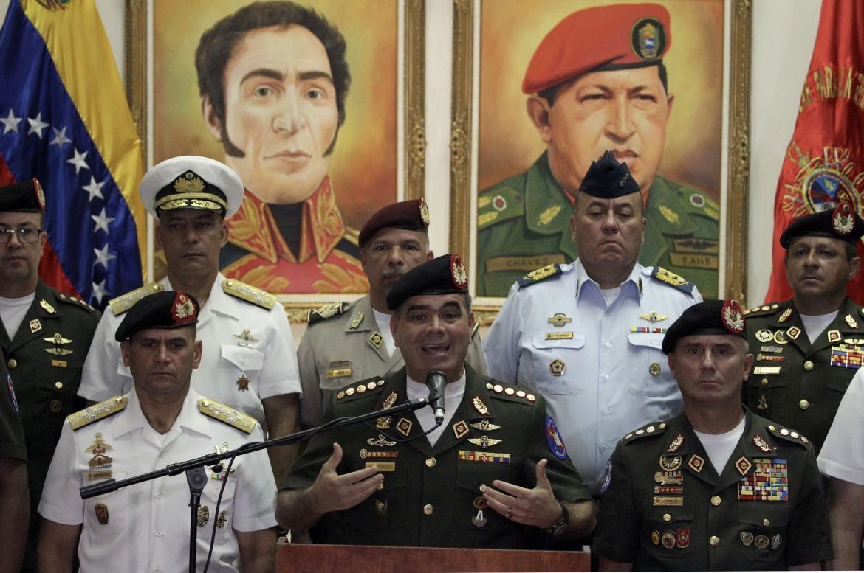 Il ministro della difesa venezuelana assicura la fedeltà delle forze armate bolivariane a Maduro