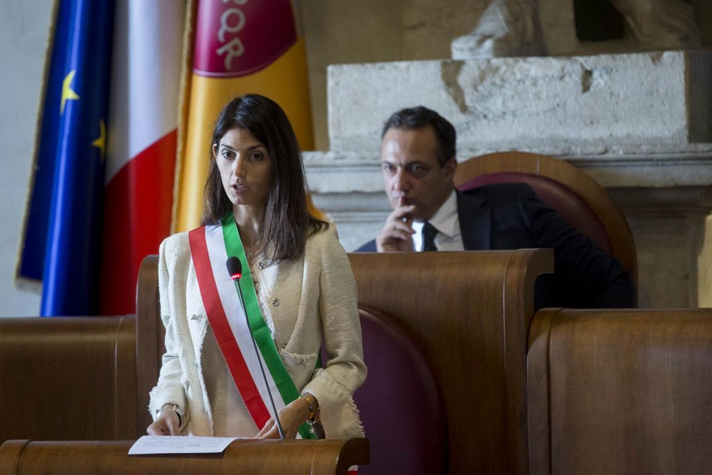 Il presidente dell'assemblea capitolina Marcello De Vito e la sindaca di Roma Virginia Raggi