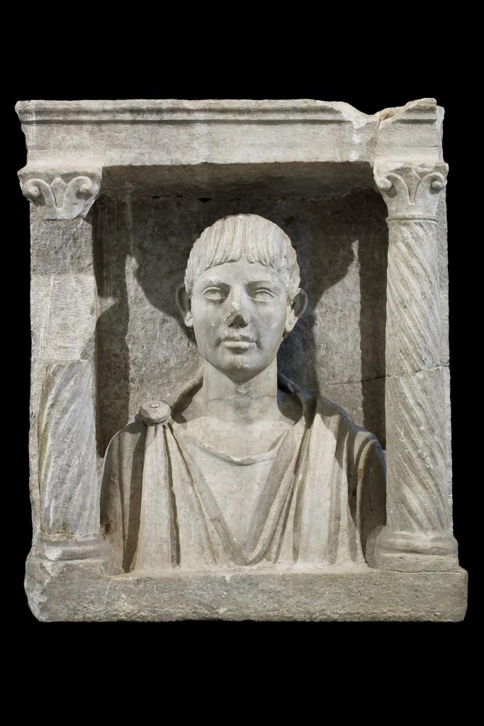 Palmira, monumento a edicola con ritratto di defunto, Aquileia, Museo Archeologico