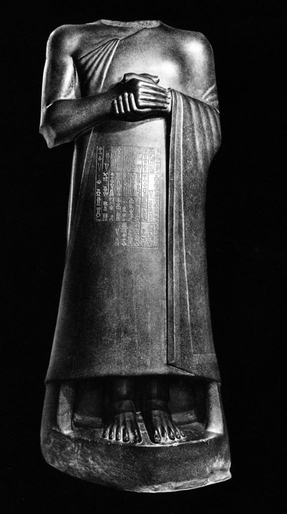 Tello (Lagaš), arte  neo-sumerica,  Gudea «statua A», XXII secolo a.C., Parigi, Louvre, foto Marc Foucault