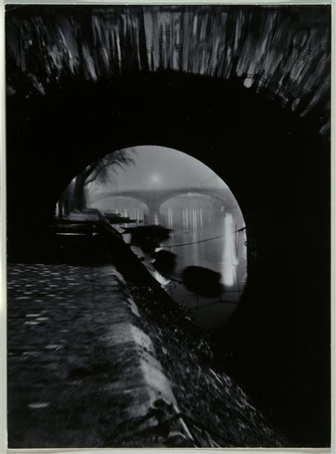Brassaï, Il Ponte Louis-Philippe visto attraverso il Ponte Marie, Parigi, 1932-'34