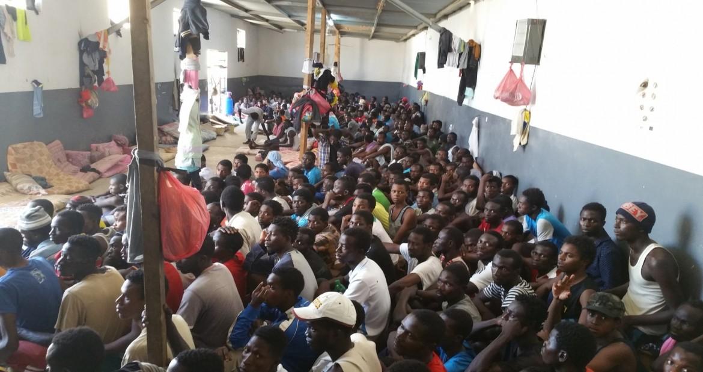 Migranti del Corno d'Africa in un lager libico