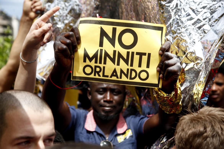 Milano, manifestazione contro il decreto Minniti