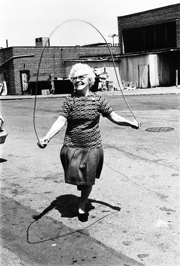 Isabel Croft mentre salta a corda, Brooklyn, 1972