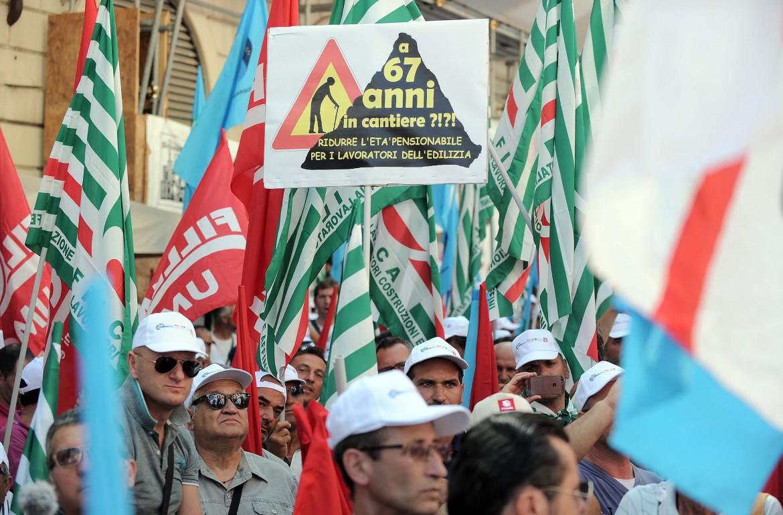 Una manifestazione contro la riforma delle pensioni Fornero