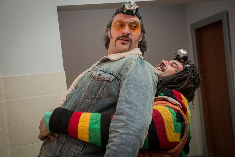 Claudio Santamaria e Marco D'Amore, sotto una scena di «Ha Ben Dod» di Tzahi Grad