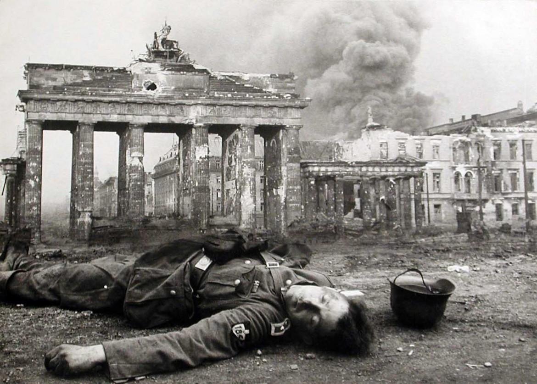 Berlino alla fine  della guerra, nel 1945, foto presa dal sito rarehistoricalphotos.com