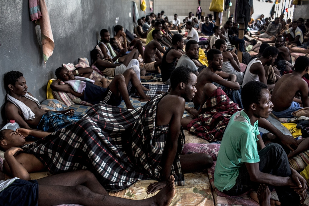 Migranti nel centro di detenzione Abu Salim a Tripoli, in Libia, il 15 agosto
