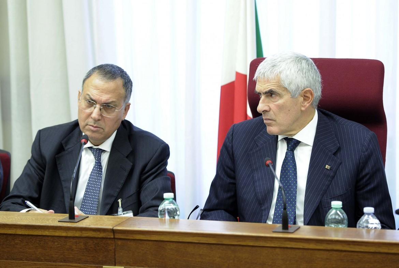 Il capo della Vigilanza di Bankitalia, Carmelo Barbagallo, e il presidente della Commissione banche, Pier Ferdinando Casini