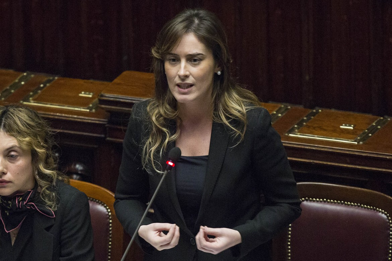 18 dicembre 2015, Maria Elena Boschi interviene nell'aula della camera che discute la mozione di sfiducia nei suoi confronti