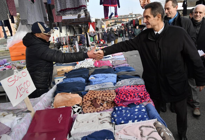 Attilio Fontana al mercato