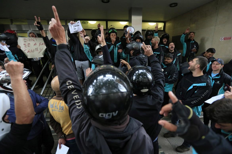 La protesta dei riders a Londra