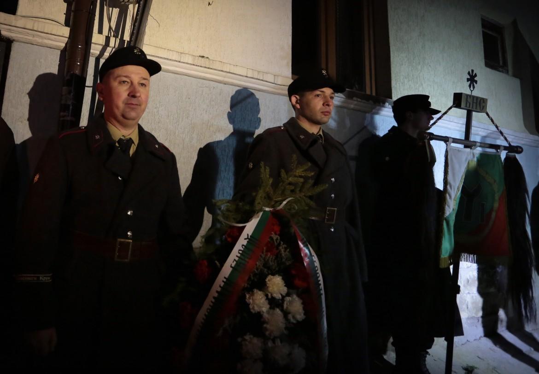 Nazisti bulgari picchettano di fronte alla casa di Hristo Lukov antisemita bulgaro ucciso dai partigiani comunisti nel 1943