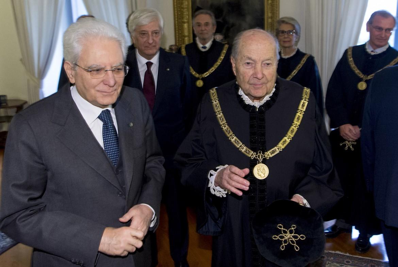 Paolo Grossi con alla sua destra il presidente della Repubblica Sergio Mattarella