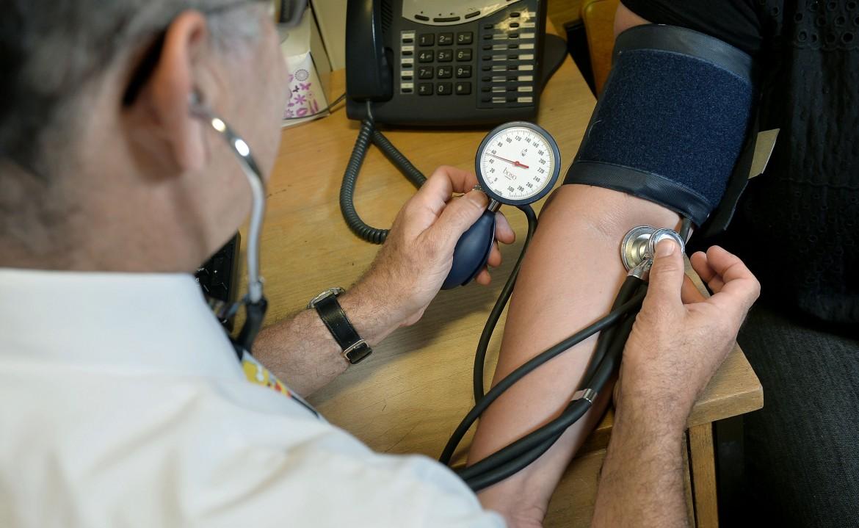 Un infermiere di un Pronto soccorso. Foto di LaPresse