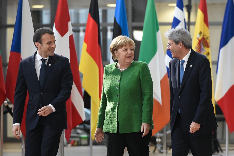 Emmanuel Macron, Angela Merkel e Paolo Gentiloni a Bruxelles