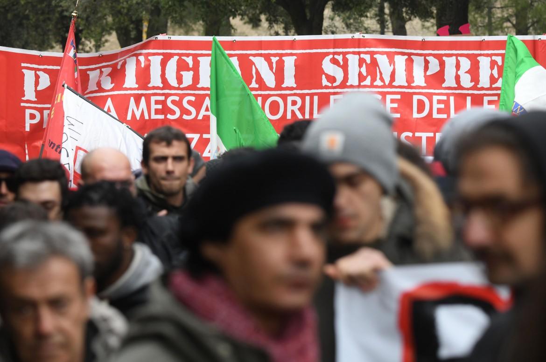 Giovani antifascisti. Foto di Aleandro Biagianti