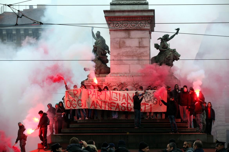 La manifestazione antifascista di Milano