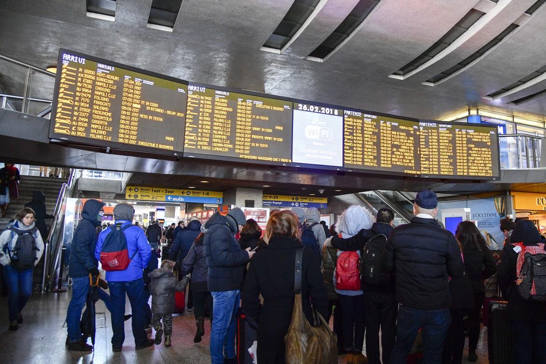 Treni cancellati e ritardi a Roma Termini
