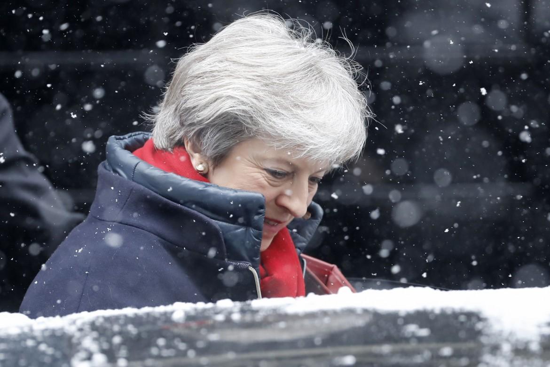 Theresa May a Londra sotto la neve