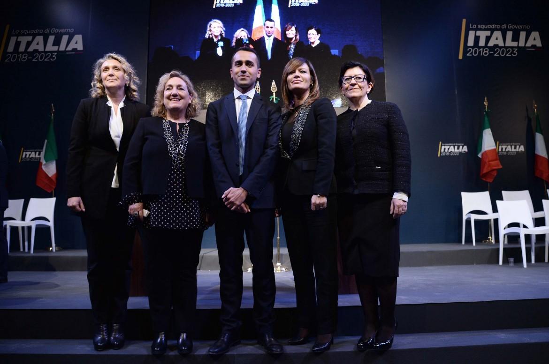 Luigi Di Maio con Alessandra Pesce, Emanuela Del Re, Paola Giannetakis, Elisabetta Trenta