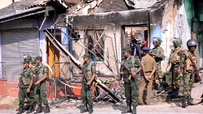 Le forze speciali dispiegate a Kandy dopo gli scontri