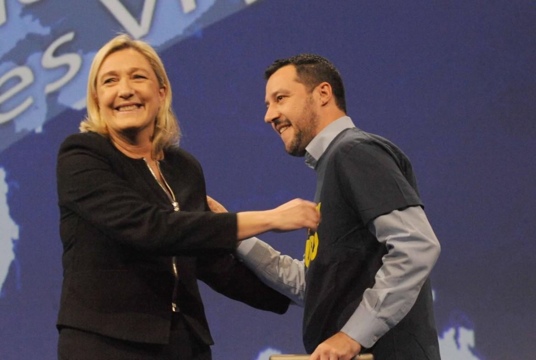 Marine Le Pen e Matteo Salvini in una manifestazione comune