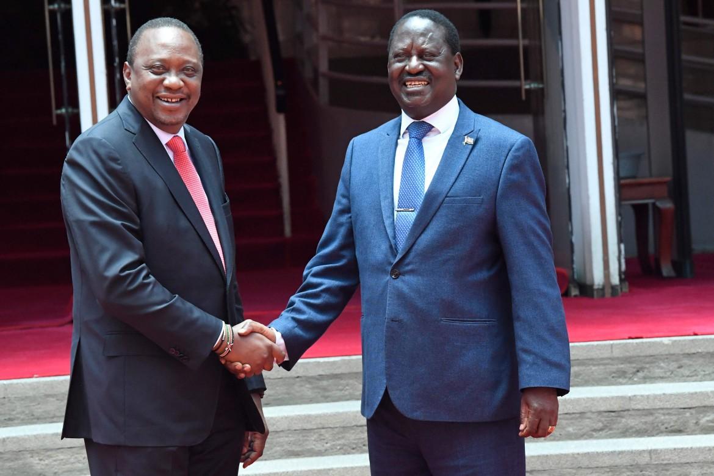 La storica stretta di mano tra Uhuru Kenyatta e Raila Odinga