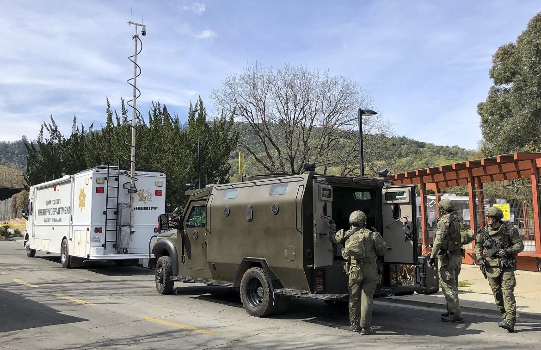 Younville, California, dopo l'ennesima strage in una struttura per veterani di guerra