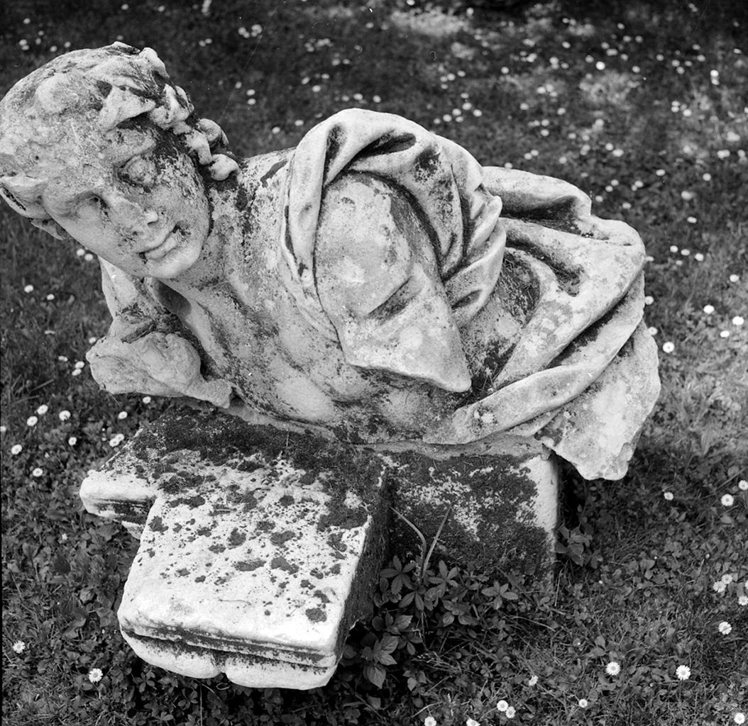 Vicenza, Teatro Olimpico, cortile a giardino, autore non identificato, sec. XVI, foto di Paolo Monti, 1966