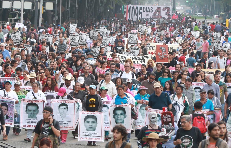 Una protesta degli studenti messicani per gli omicidi e le sparizioni
