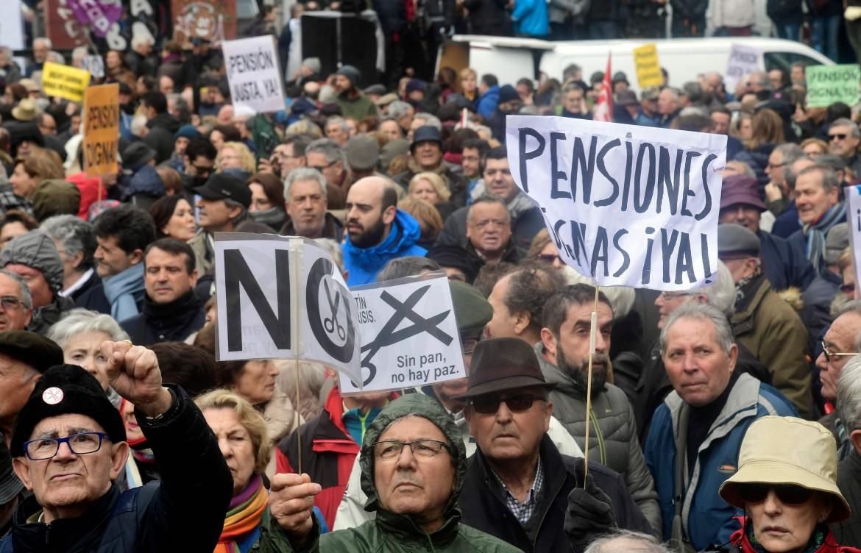 Madrid, pensionati in piazza per assegni più alti