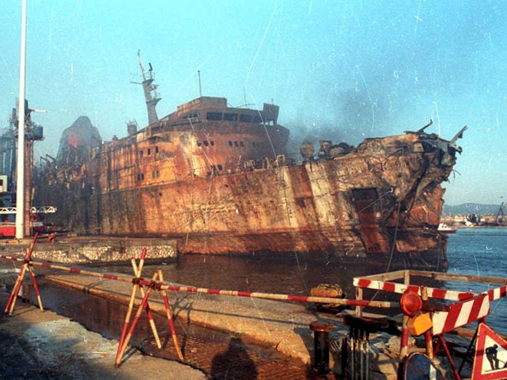 Il relitto del traghetto Navarma