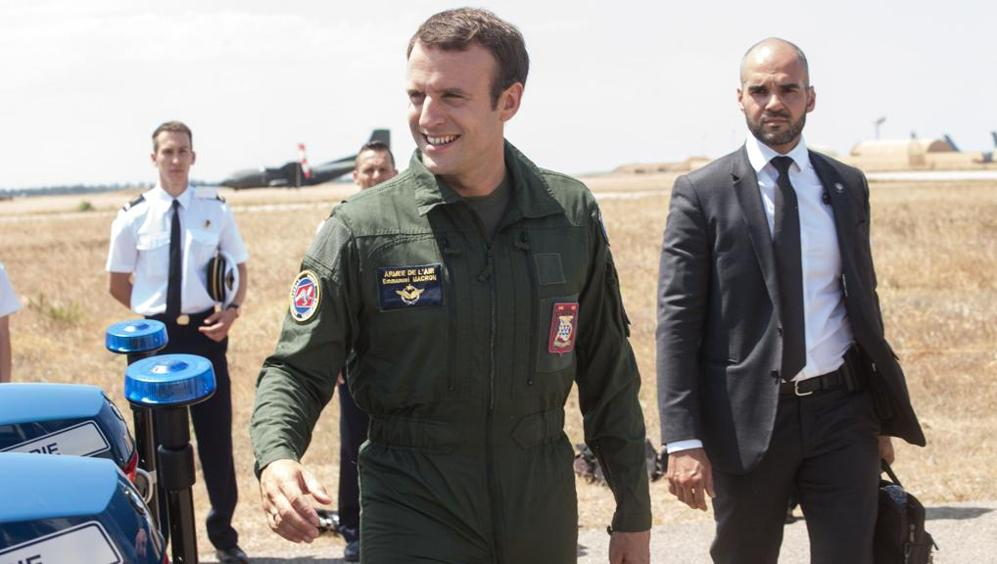 Macron durante una visita in Libia