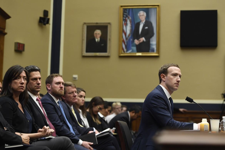 Mark Zuckerberg durante l'audizione al Congresso Usa