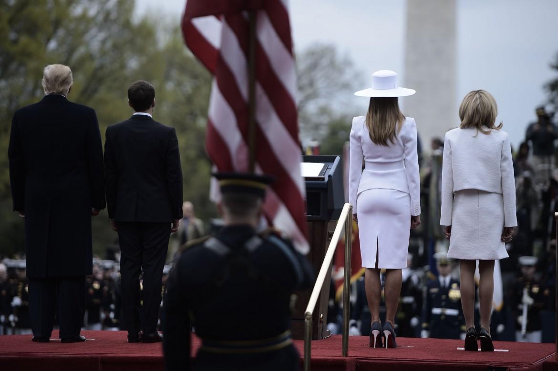 Trump e Macron con le mogli durante l'ultima visita del presidente francese a Washington
