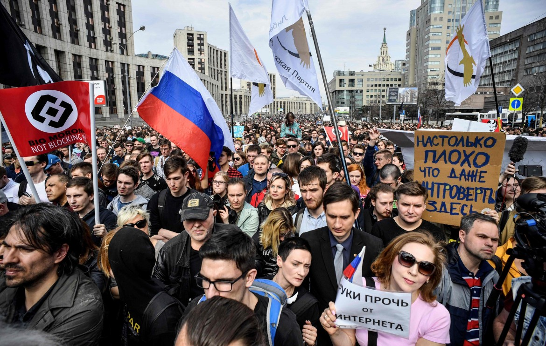 Un momento della manifestazione di ieri a Mosca per la libertà della rete
