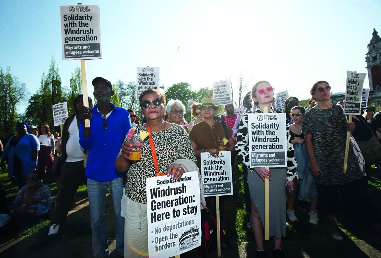 Manifestazione a Windrush Square, sud di Londra, organizzata da Stand up to Racism